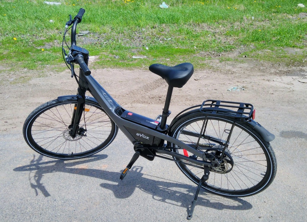 Photo of the evox electric bicycle in a parking lot.