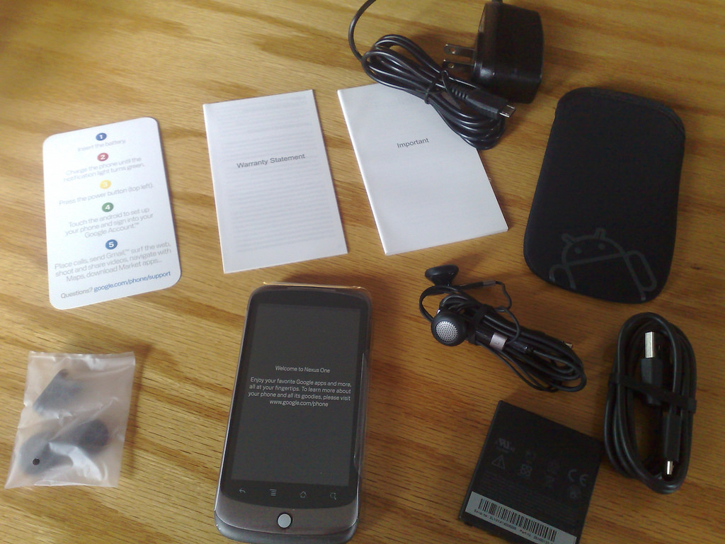 What comes with a Google Nexus One