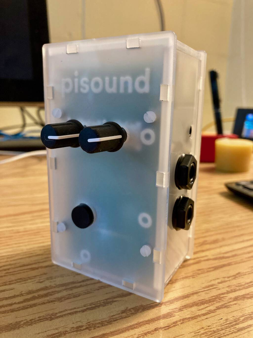 Photo of assembled PiSound case with Raspberry Pi 4