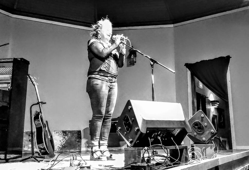 Black and white photo of Jane Siberry at Harmony House, May 22, 2019